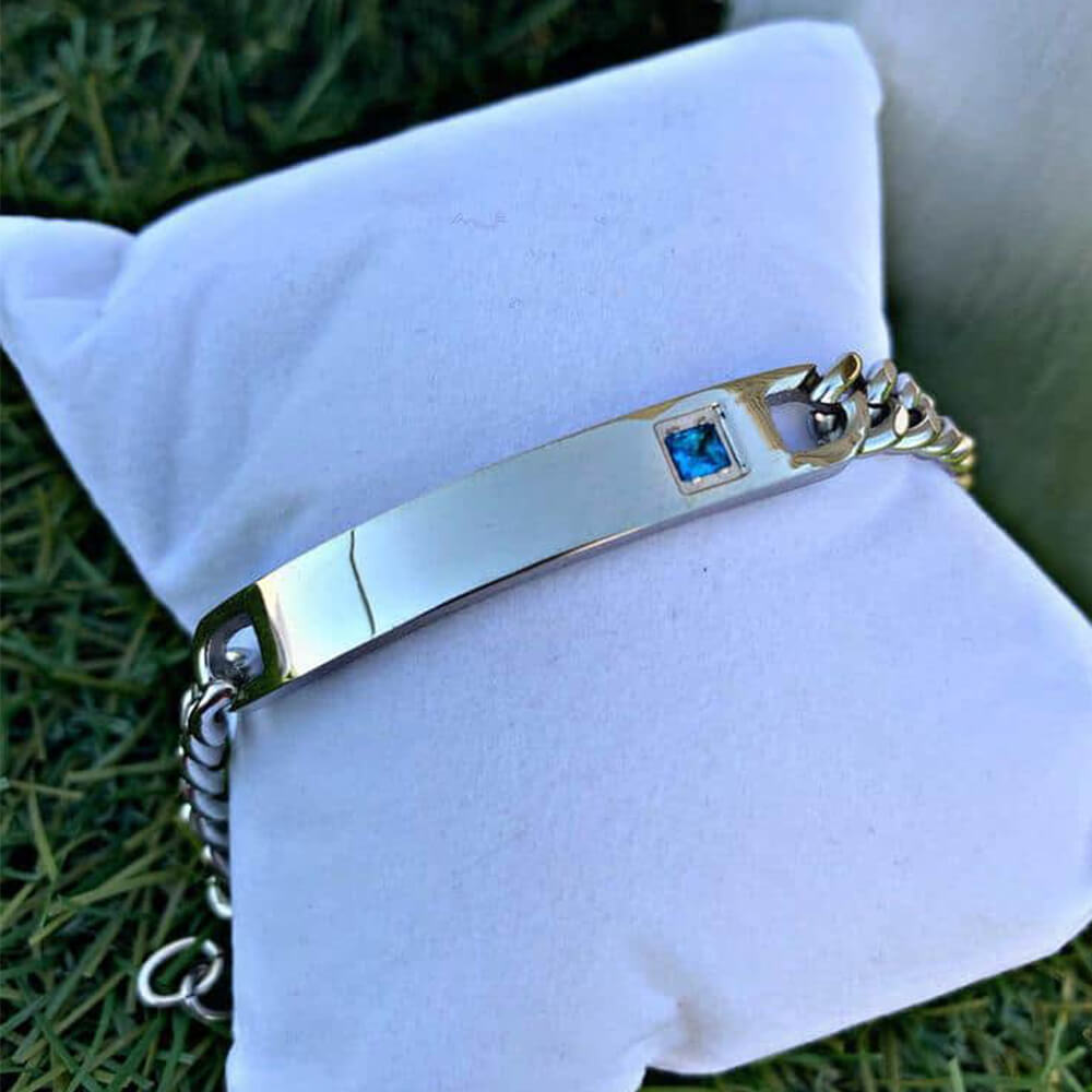 Silver bracelet with personal dedication