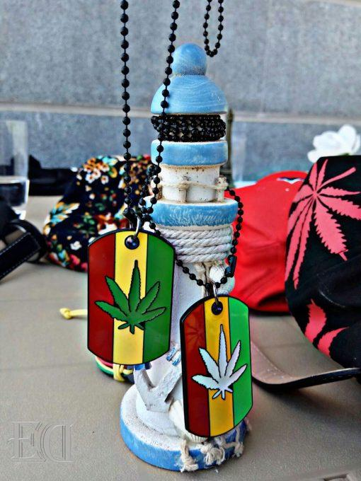 gadgets-gifts-necklace-leaf-cannabis.jpg