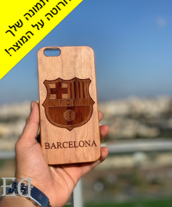gifts-gadgets-wood-engraved-phone-case-2.png